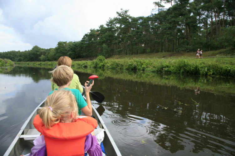 regge water kano varen kind gezin