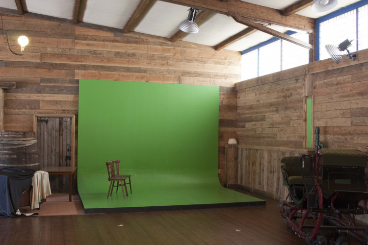 Photo.Saloon.greenscreen