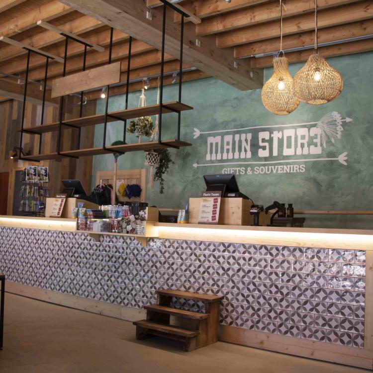 Main_Store interior2